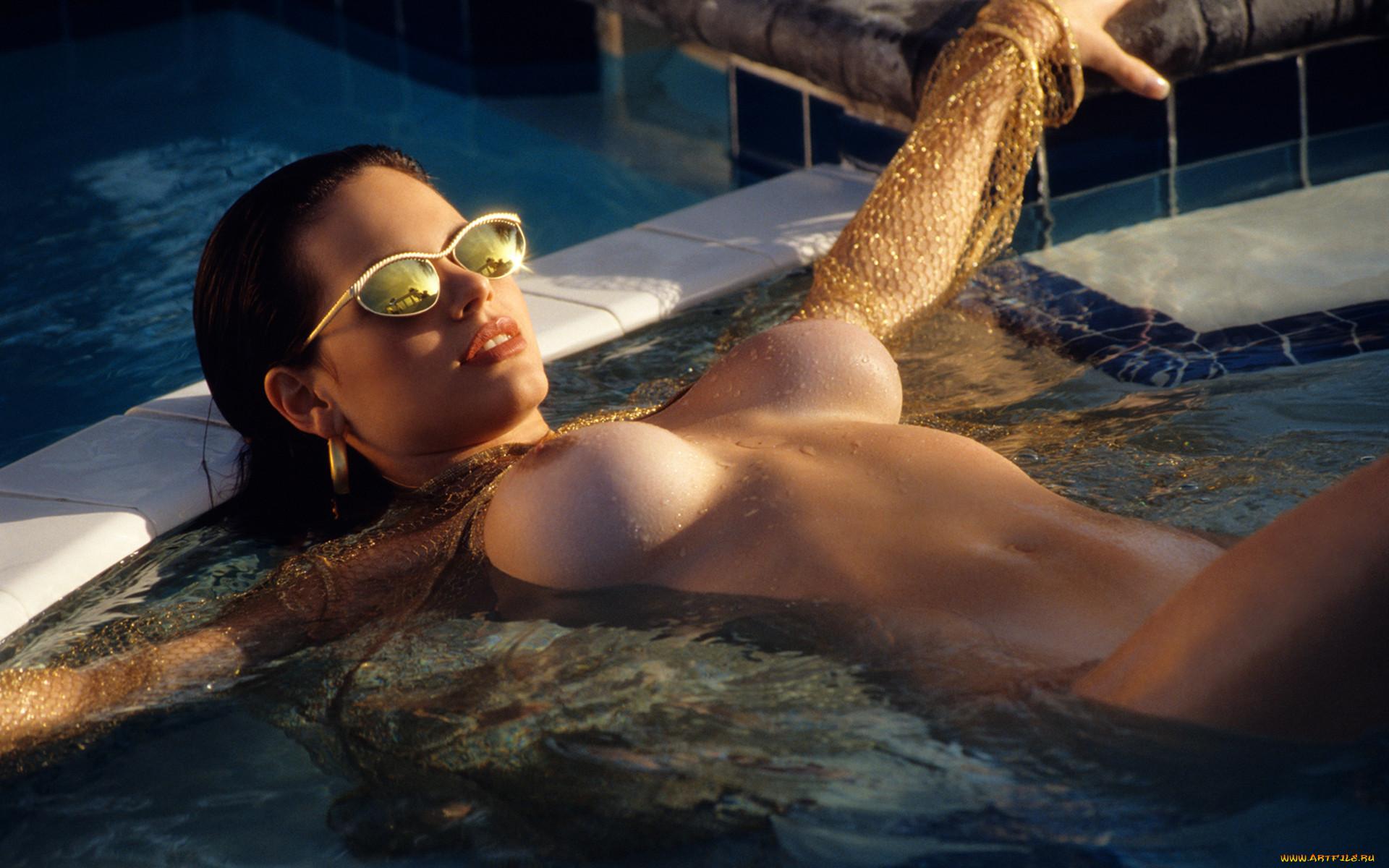 Эротическая девушка в очках фото